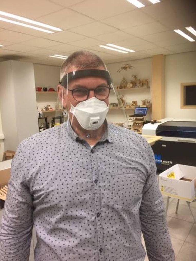 De beschermen beschermen de ogen, neus en mondmaskers tegen direct vuil.