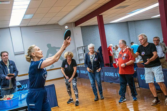 Bettine Vriesekoop is aanwezig bij TTV LUTO in Tilburg voor een kick-off van het OldStars tafeltennis.