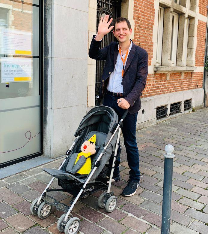 Schepen Maurits Vande Ryede ging proefondervindelijk testen of er voldoende plaats is voor mensen met een buggy en rolstoelgebruikers.