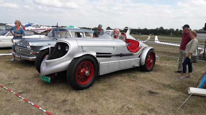 Classic Cars en Aeroplanes in Bosschenhoofd.