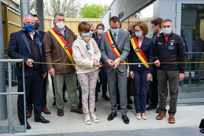 Naams burgemeester Maxime Prévot (cdH) knipt het lintje door.