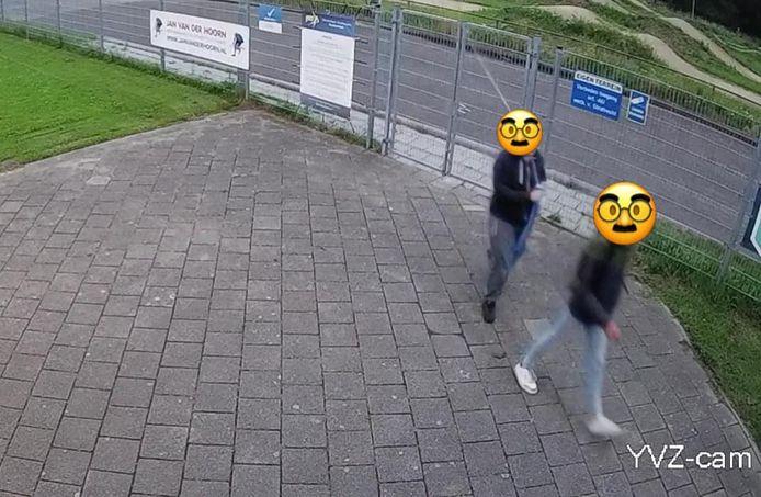 Twee jongens hadden de vlag van IJsvereniging Zoetermeer gestolen.