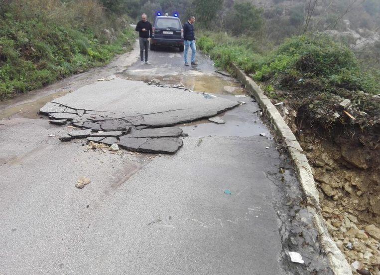 Het dodental als gevolg van het noodweer in Italië was zaterdag al opgelopen tot zeventien. Beeld EPA