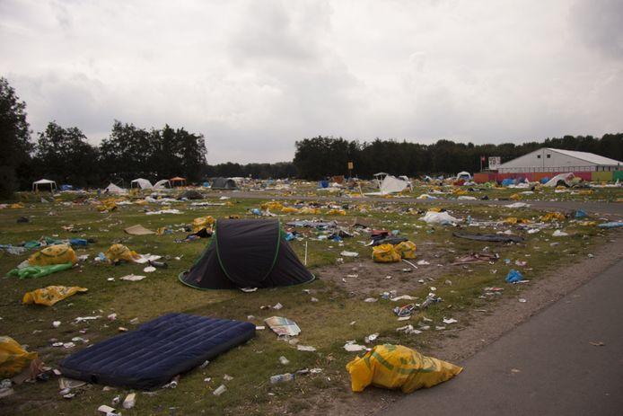Kampeerkerkhof op festivalterrein.
