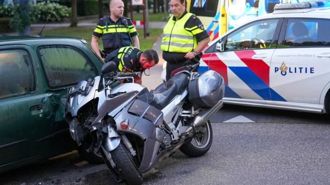 Motor en auto botsen in Oss: gewonde naar ziekenhuis