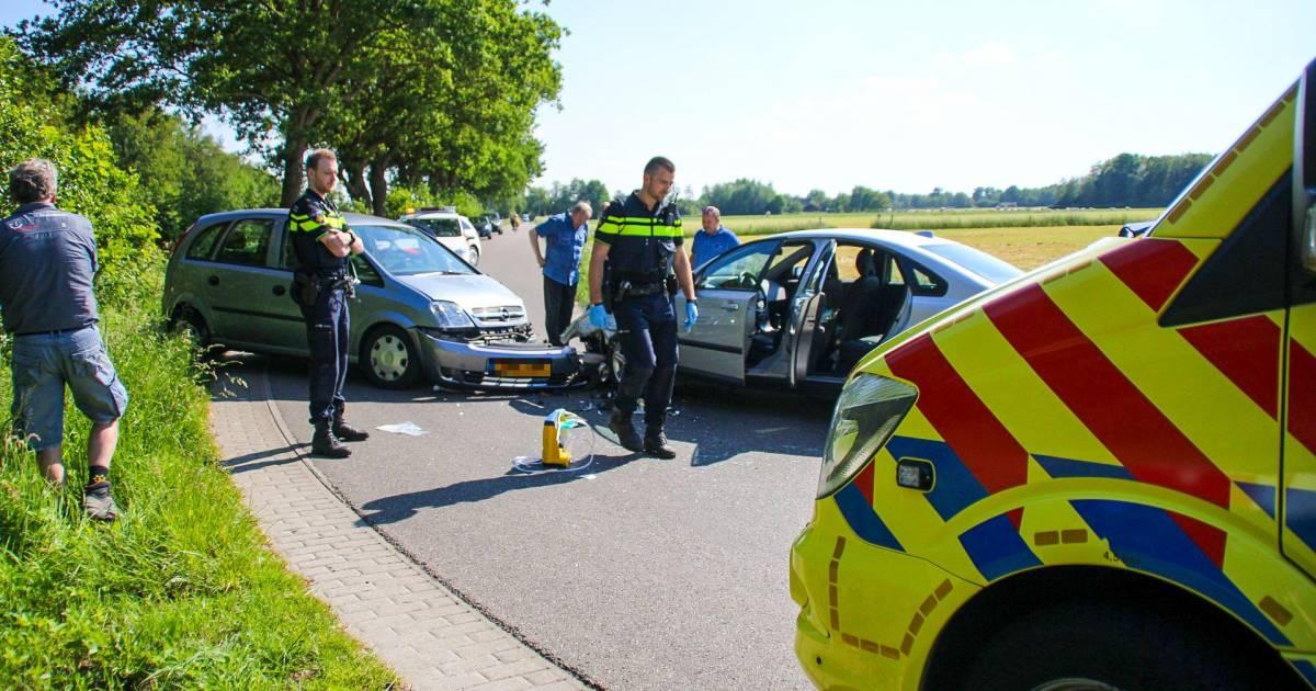 Frontale botsing in Nijkerk, een gewonde naar ziekenhuis.
