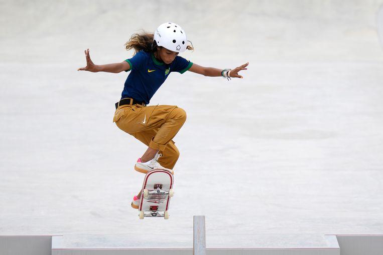 Rayssa Leal (13) bij het skateboarden Beeld AP