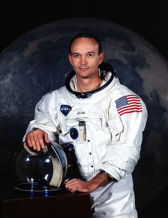 De officiële foto van Michael Collins voor vertrek van Apollo-11.