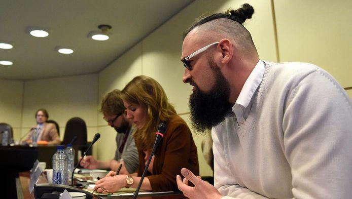 Alexander Van Leuven, Jessika Soors et Olivier Vanderhaegen (chargé de projet contre la radicalisation respectivement à Malines, Vilvorde et Molenbeek-Saint-Jean) lors de la Commission d'enquête parlementaire sur les attentats du 22 mars 2016.