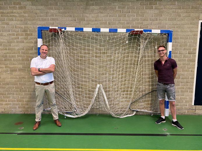 Dankert Geene (l) en Kevin van Vlimmeren gooien hun sporthallen open voor eindejaarsmusicals.