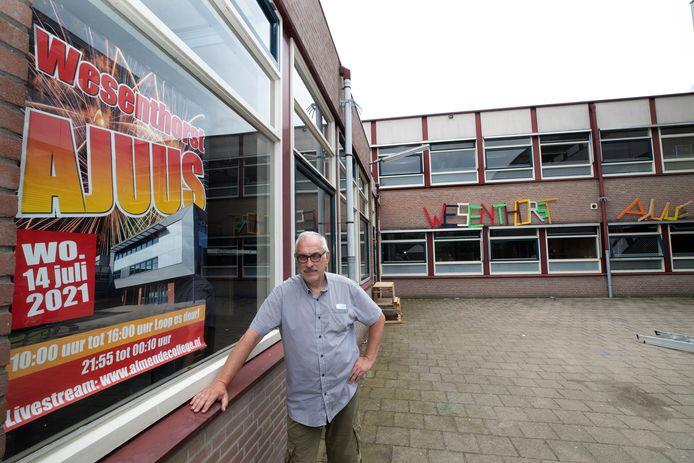 Docent Harry Thissen is mede-organisator van het grote afscheidsfeest van het Wesenthorst college in Ulft.