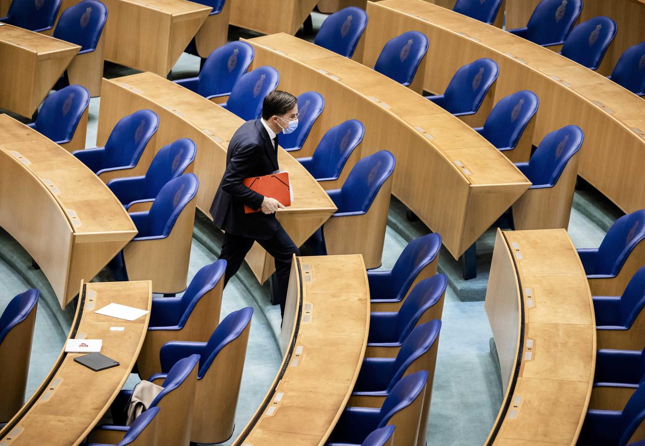 Mark Rutte (VVD) tijdens een schorsing van het debat over de formatie.
