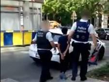 L'arrestation interpellante d'un enfant, menotté par la police à Saint-Gilles