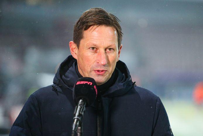 Roger Schmidt tijdens zijn voorbeschouwing op Sparta-PSV.