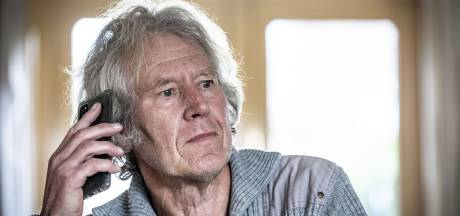 Johan Wierda uit Borne heeft zijn prik en de huisarts heeft nog vier potjes AstraZeneca over