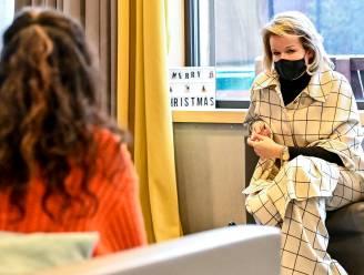 """Koningin Mathilde bezoekt door jeugdrechter geplaatste meisjes in Beernem: """"Corona heeft enorme impact op hen"""""""