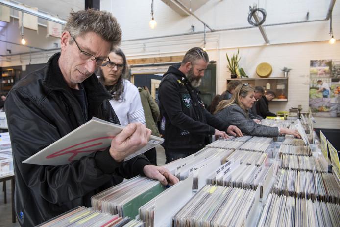 Honderden liefhebbers kwamen eerder dit jaar na de eerste editie van de Platenbeurs bij het Stadslab op het Indië-terrein.