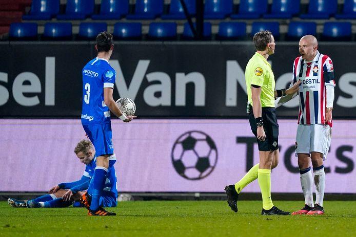 Willem II ging vrijdagavond op eigen veld onderuit tegen PEC Zwolle (1-3).