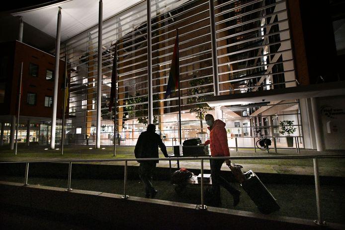 Na een cyberaanval werd computerapparatuur uit het gemeentehuis van Hof van Twente gehaald. Inwoners worden vanaf nu actiever geinformeerd.