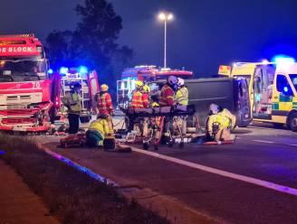 Chauffeur zwaargewond na klap tegen geparkeerde vrachtwagen op N47