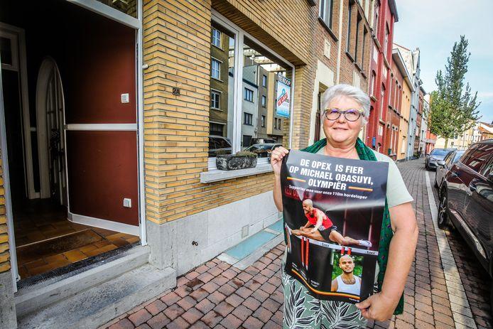 Caroline Decuyper uit de Opex startte een affichecampagne in haar wijk