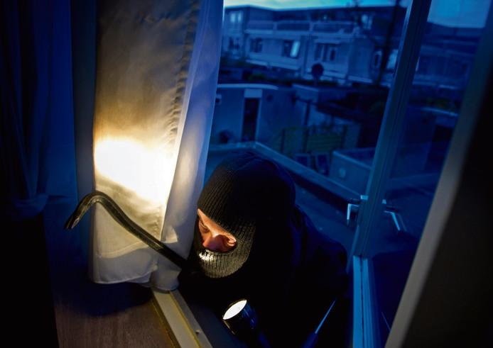 Inbrekers hebben volgens de politie een voorkeur voor de Kamper wijken Bovenbroek en Flevowijk omdat de verlichting er slecht  is en het hang- en sluitwerk verouderd.
