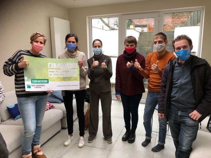 Vzw Honk kreeg een mooie cheque van JCI Leuven.