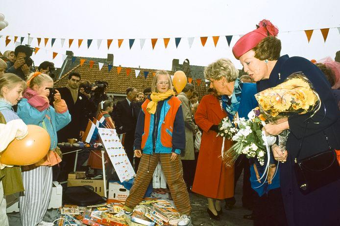 Eén van hoogtepunten van de dit jaar 75-jarige Oranjevereniging Buren was het bezoek van Koningin Beatrix aan het stadje in 1991.