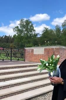 Hanneke Schut legt ieder jaar op 4 mei bloemen bij 'haar' Canadese soldaat Donan