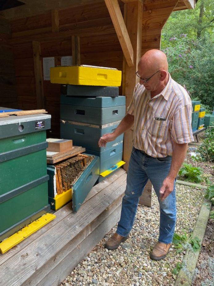 De bijenstal in Vriezenveen was vrijdag het mikpunt van agressie.