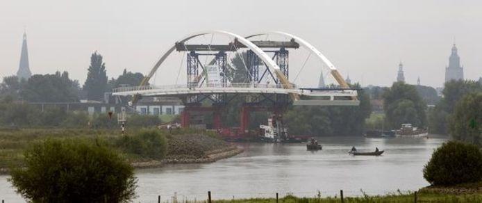 De brug onderweg naar zijn bestemming. foto Zutphens Persbureau