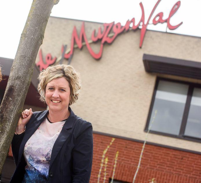 Directeur Joyce Hamers stopt per 1 februari met haar werkzaamheden bij cultureel centrum de Muzenval in Eersel.