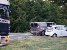 Auto's botsen in Zeewolde: één gewonde, vrachtwagen voorkomt erger