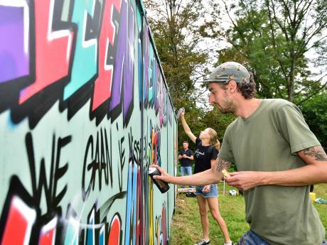 Op deze speciale muur in Alphen mag je legaal graffiti spuiten: 'Heel tof'