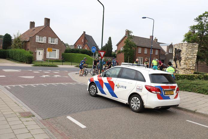 Wielrenner naar ziekenhuis na ongeluk in Boekel.