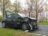 Auto klapt achterop auto in Breda, vrouw raakt gewond