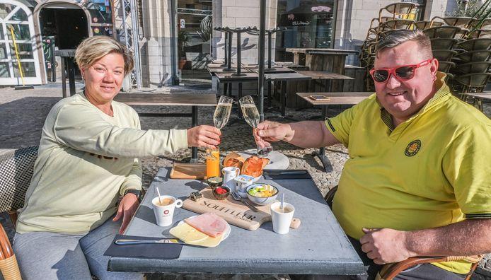 David Christiaens en Petra Lecluyse van eet- en bierhuis Souffleur, dat in het nieuwe cultuurcafé zal geïntegreerd worden. Afwachten of zij de nieuwe uitbaters van het nieuwe cultuurcafé worden. In afwachting blijft Souffleur gewoon open.