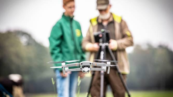 Drone om reekalfjes en nesten met weidevogels op te sporen in Vriezenveen bijna binnen: 'Hoe meer drones, hoe beter'