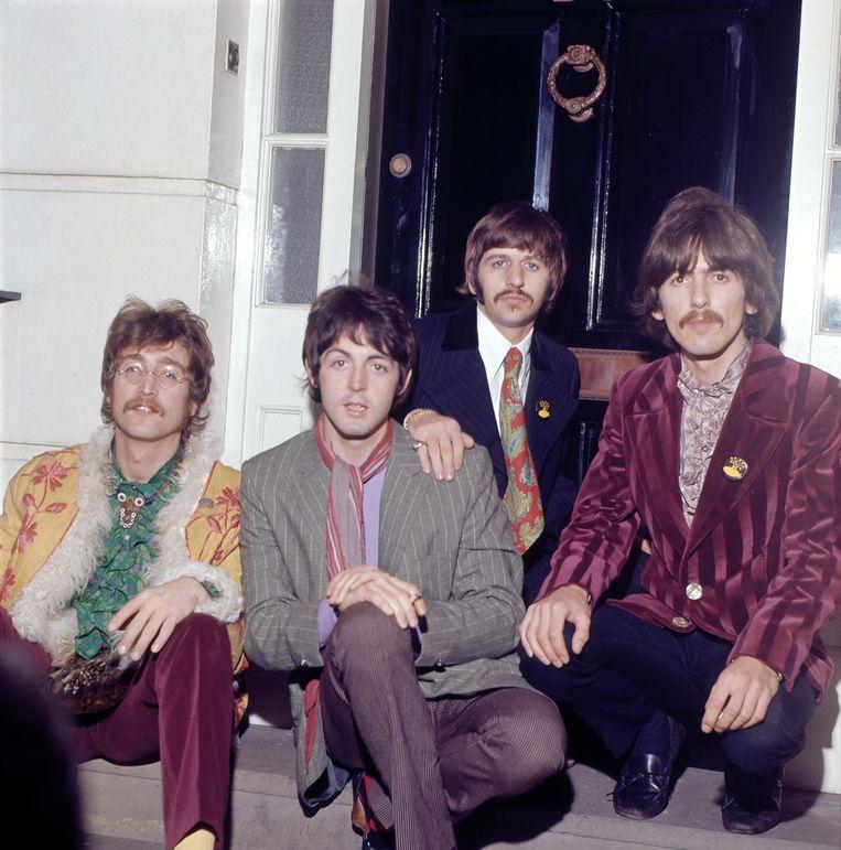''s Avonds laat, terwijl onze ouders dachten dat we in bed lagen te ronken, deden we met onze luchtgitaren alsof we The Beatles waren. Ik was Lennon, en mijn zus McCartney' Beeld Getty Images