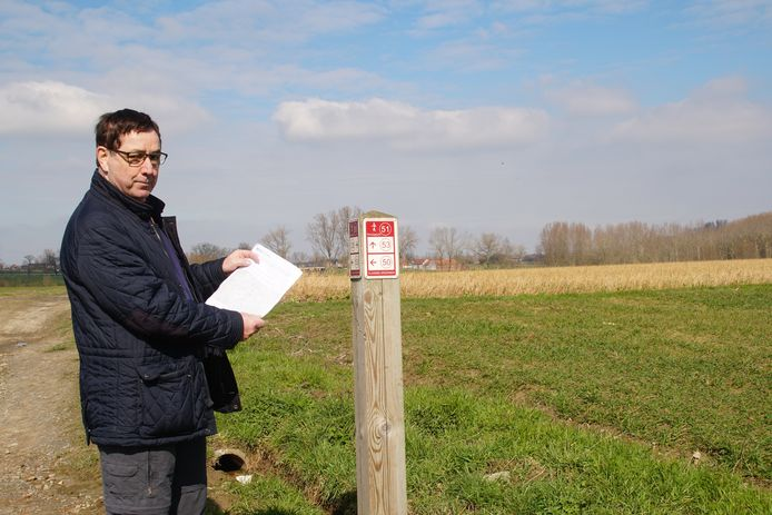 Gemeenteraadslid Dirk Minnaert van Open Vld Zottegem ijvert voor een beter wandeltoerisme.