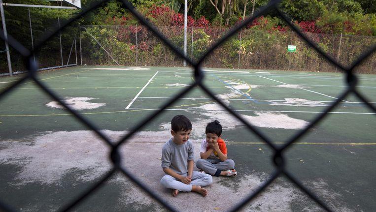 Jonge vluchtelingen in een detentiecentrum op Christmas Island Beeld Getty Images