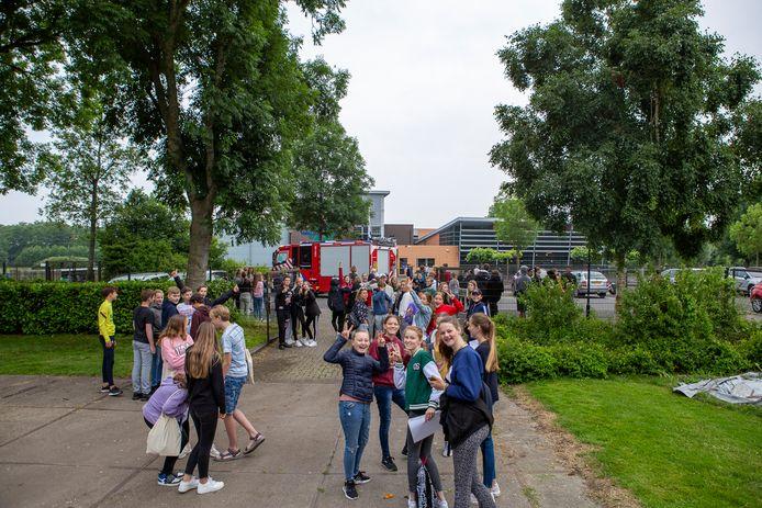 Het VeenLanden College in Vinkeveen is een tijd ontruimd geweest vanwege een gaslucht.