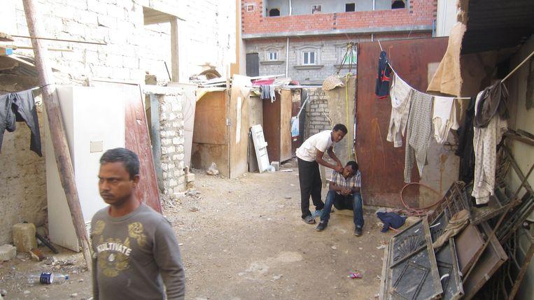 Woning in Abu Salim waar mensen uit de Hoorn van Afrika en Bangladesh wonen. Beeld Marijn Kruk