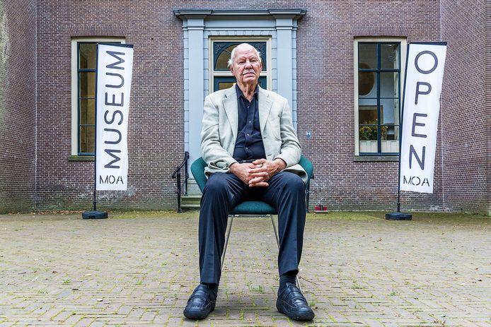 De Amersfoortse kunstenaar Armando trok zijn privécollectie begin 2018, een halfjaar voor zijn dood, uit onvrede met de financiële situatie terug uit Museum Oud Amelisweerd.