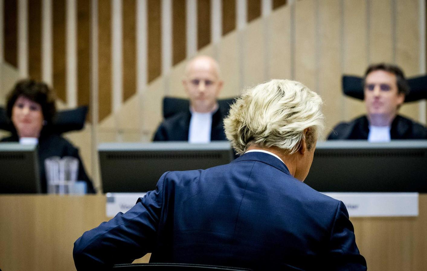 Geert Wilders bepleitte gisteren in een 25 minuten durend betoog zijn onschuld.