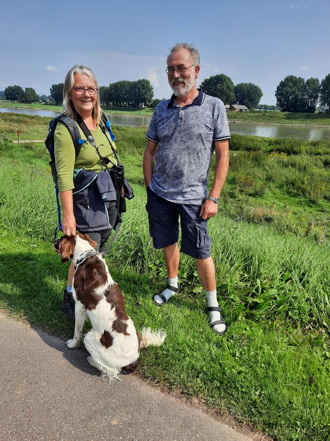 Jan-Arie van Berkum met zijn vrouw en hond.