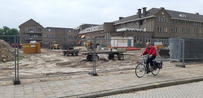 Nu er is gesloopt op het terrein van het Geertruidenziekenhuis, is goed de bebouwing te zien die behouden blijft en monumentaal is. Daar komen appartementen in.