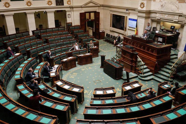 De plenaire Kamer zal straks nog over de volmachten stemmen.