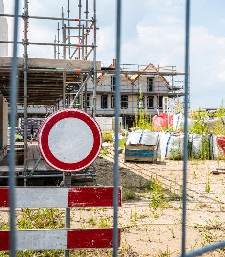 Bouwer en gemeente stoppen eindelijk met kibbelen: bouw van haventje in Leimuiden moet af