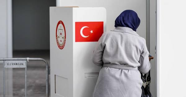 Turkse nederlanders stemmen in den haag 39 ik stem voor de for Turkse reisbureau den haag